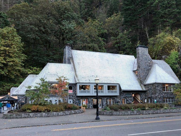 Multnomah Falls Lodge